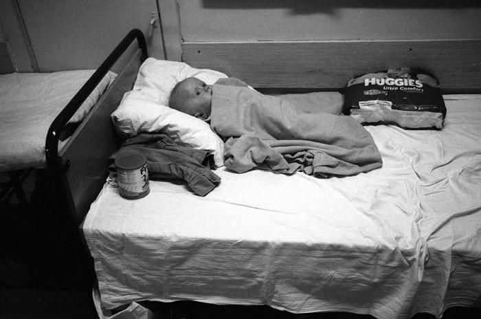 Коридорная система. Из-за хронической нехватки больничных коек пациентам нередко приходится лежать в коридоре