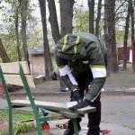 Ярослав проводит реанимационные мероприятия над лавочкой )
